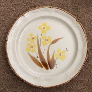 2 Vintage Wellington hearthside plates 🆕 listing
